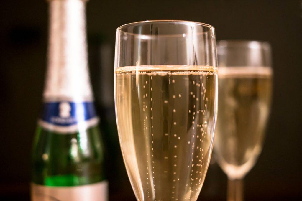 การดื่มแอลกอฮอล์ในปริมาณที่มากเกินไปทำให้กระดูกพรุนได้ในระยะยาว