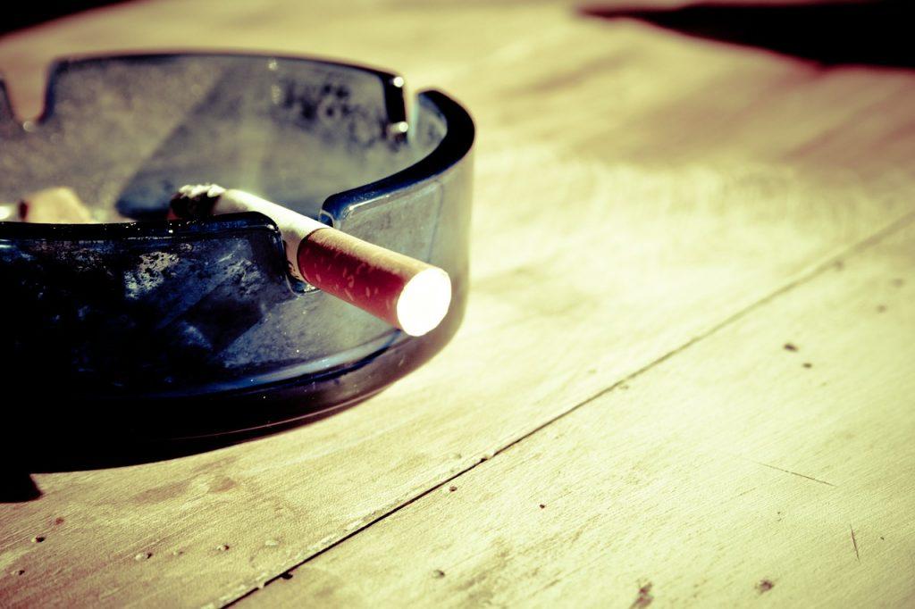 การสูบบุหรี่ทำให้กระดูกพรุน